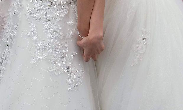 Symbolbild. Die norwegische Lutheranische Kirche ist für die Trauung homosexueller Paare nun liturgisch bereit. – (c) APA/AFP/SAM YEH (SAM YEH)