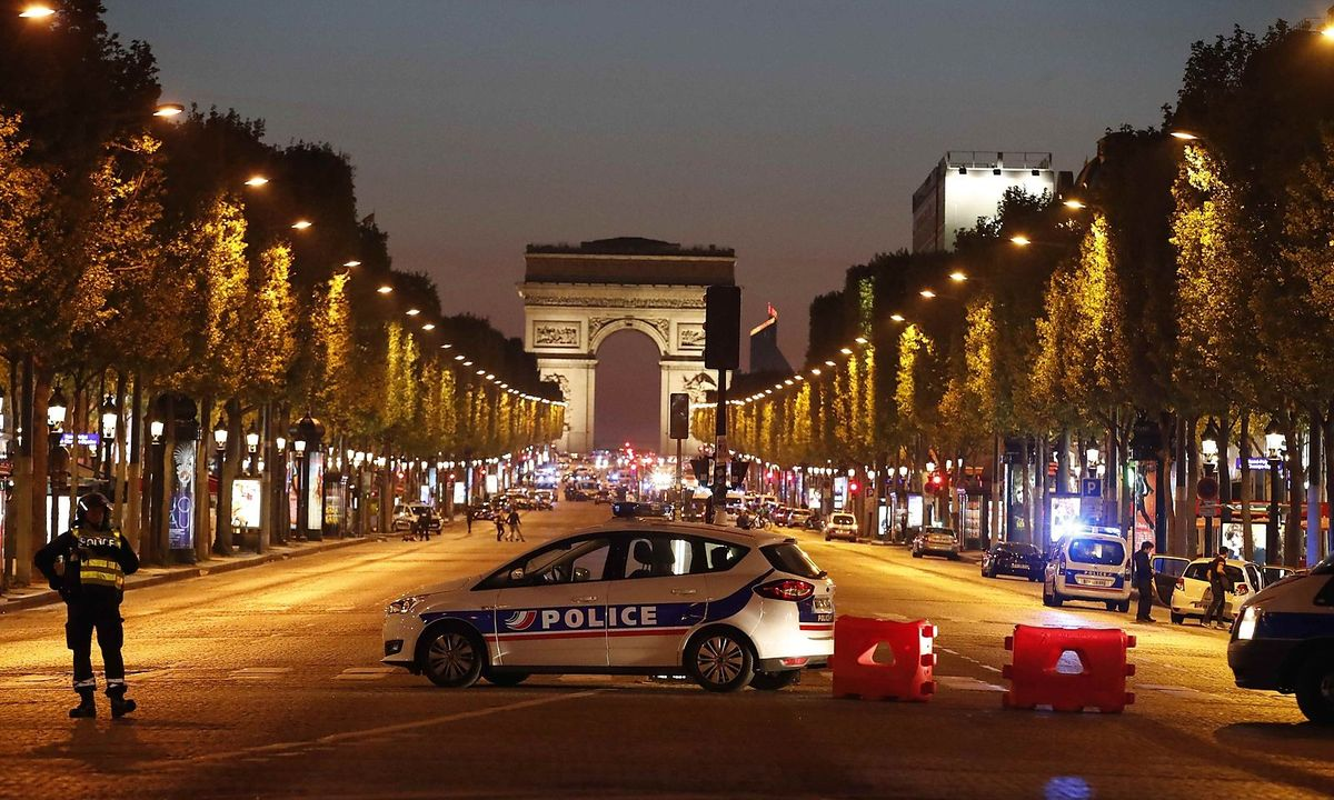 Police-secure-the-Champs-Elysee-Avenue-after-one-policeman-was-killed-and-another-wounded-in-a-shooting-incident-in-Paris_1492717625972741_v0_h.jpg
