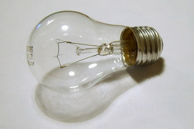 Fluorescent CFL vs Incandescent Bulbs  Difference and
