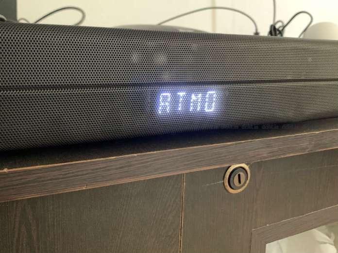 O Soundbar suporta decodificação Dolby Atmos.