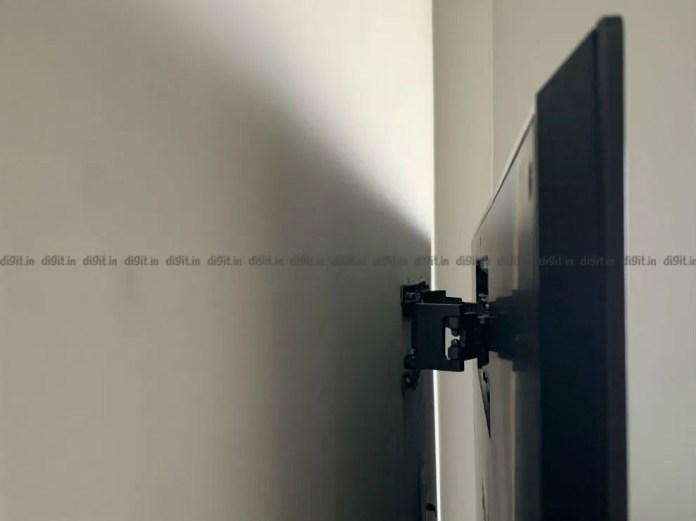 O LG GX possui um pequeno suporte de parede.