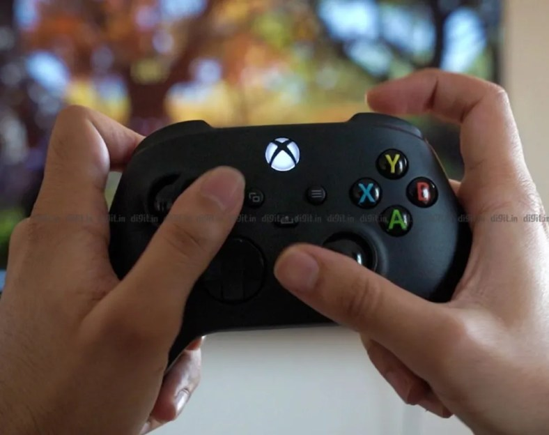 The Xbox Series X controller fits well in the hand.