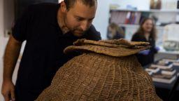 Израелски археолози откриха библейски свитък в Мъртво море