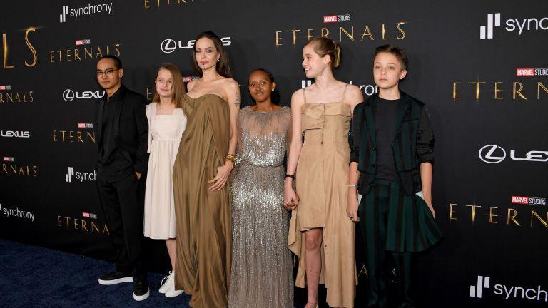 Анджелина Джоли ходи на срещи, но не иска да бъде обвързана