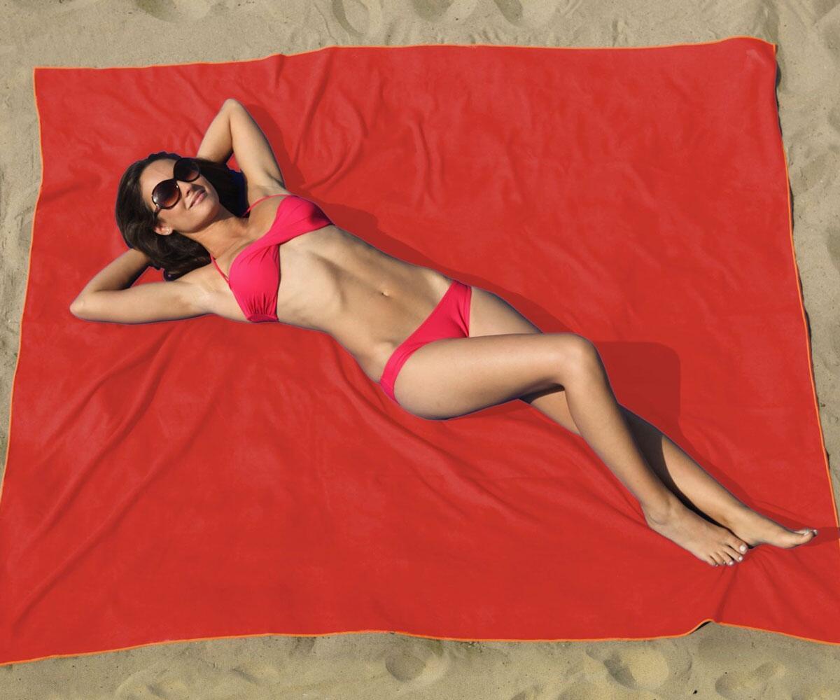 Oversized Microfiber Beach Blanket  DudeIWantThatcom