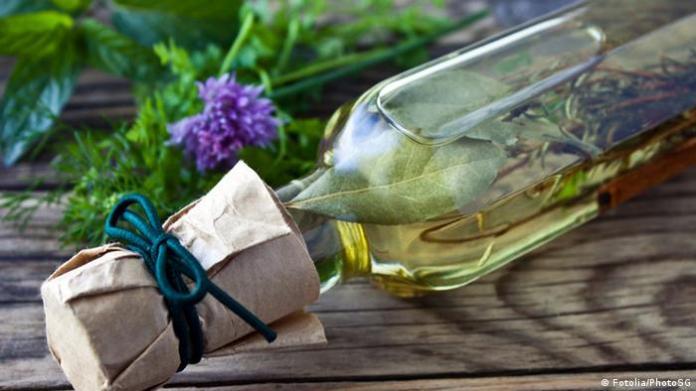 Cooking oil Olive oil symbol image (Fotolia / PhotoSG)