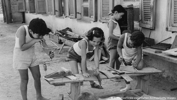 Kinder im Kibbuz ca. 1950 (G. Pickow/Three Lions/Hulton Archive/Getty Images)