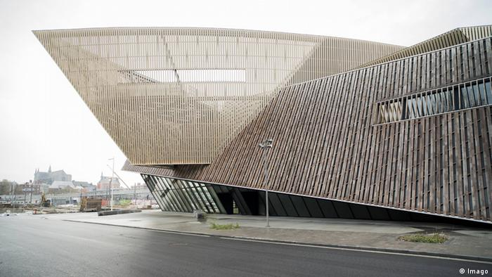 Daniel Libeskind's design of the congress hall in Mons.