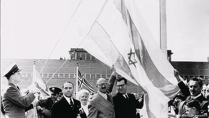 Archive image of the Israeli flag in front of the United Nations in 1948 (Getty Images / AFP)