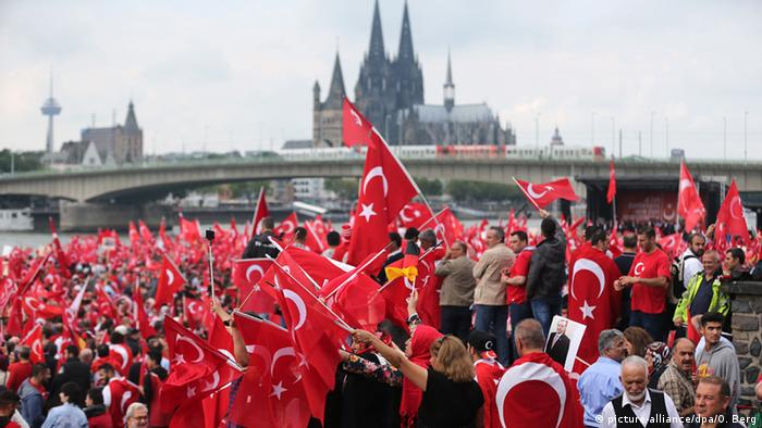 Turks with flags in the city of Cologne.