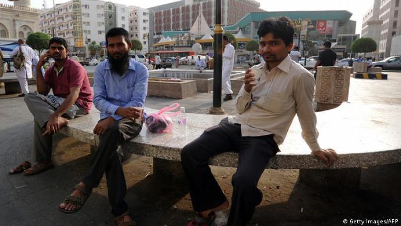 सऊदी अरब में आसान होगी विदेशी कामगारों की जिंदगी   दुनिया   DW   05.11.2020
