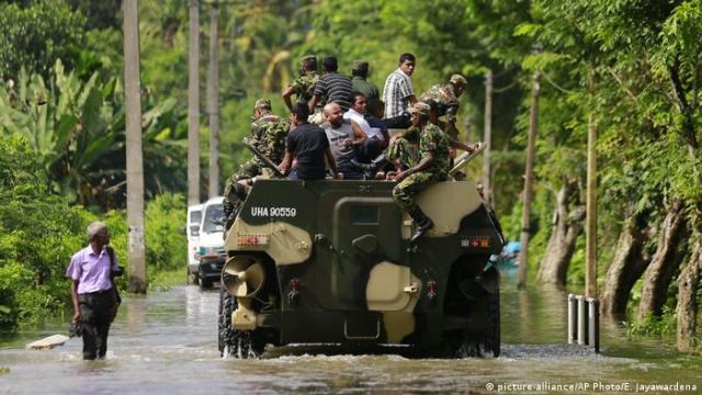 Sri Lanka rushes aid to flood victims amid rising death toll   News   DW    28.05.2017