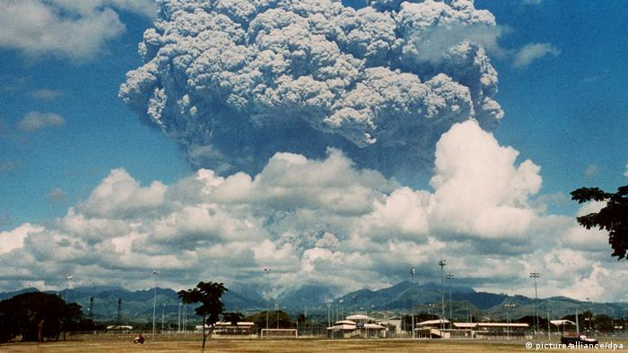 The Pinatubo volcano in the Philippines erupts in 1991