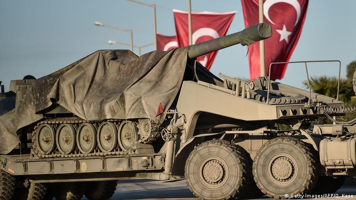 Turkish tank heading towards the Syrian border.