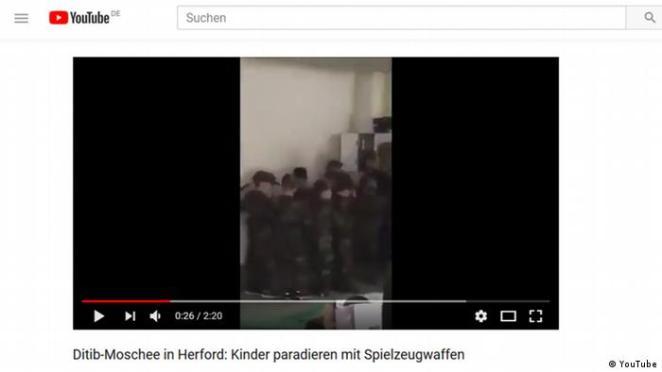 Herford'da DİTİB camisinde asker kostümlü çocuklar gösteri yapmıştı