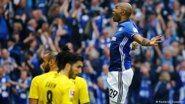 1. Bundesliga 30. Spieltag | FC Schalke 04 - Borussia Dortmund | 2. TOR Schalke (Reuters/L. Kuegeler)