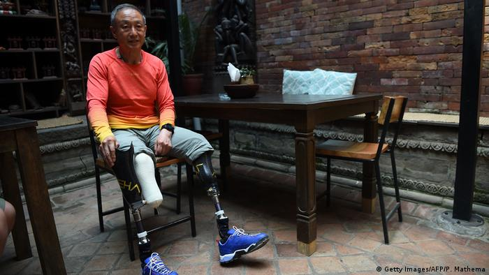 Chinese mountaineer Xia Boyu lost both legs while trying to climb Everest.