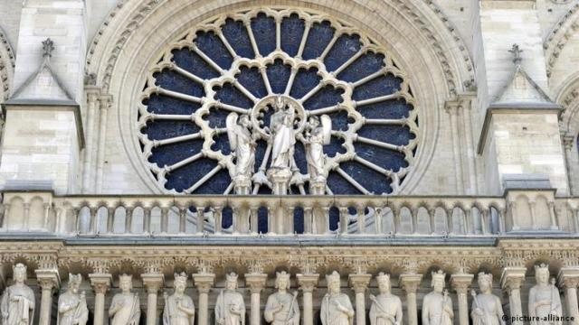 Rose window of Notre Dame cathedral (picture-alliance)