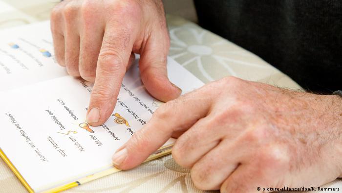 Como a Alemanha lida com o analfabetismo funcional   Notícias sobre  política, economia e sociedade da Alemanha   DW   08.10.2019