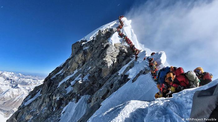 Mountaineers jam on Everest.