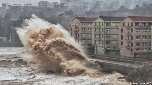 Grande onda atinge costa da China