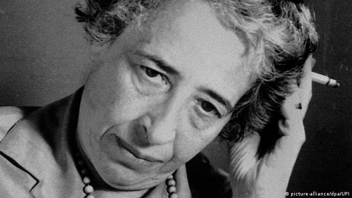Philosopher and journalist Hannah Arendt with a cigarette in her hand (picture-alliance/dpa/UPI)