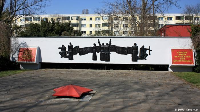 Памятник погибшим солдатам в берлинском Альт-Хоэншёнхаузене