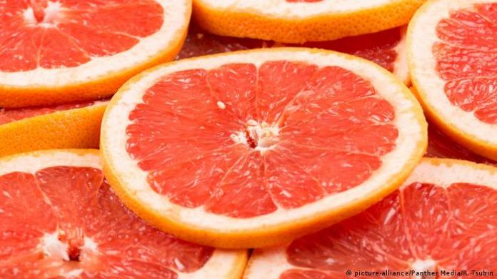 Grapefruit Scheiben (picture-alliance/Panther Media/R. Tsubin)