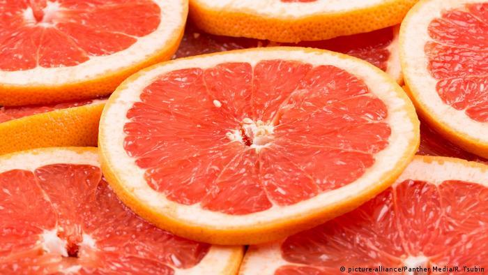 Grapefruit Scheiben (picture-alliance/Panther Media/R. Tsubin)