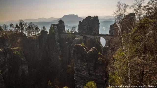 Bastei Bridge, Saxon Switzerland, Germany (picture-alliance/chromorange/M. Dietsch)