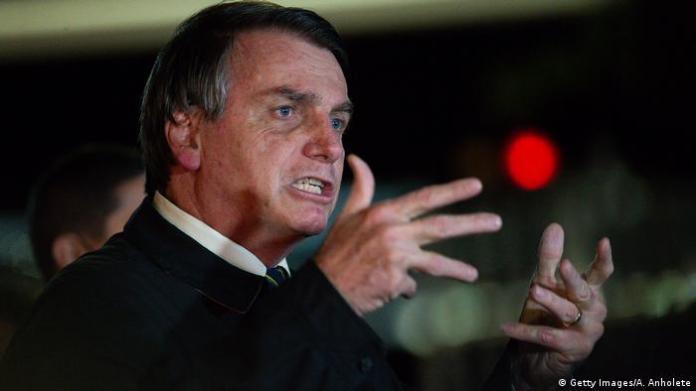 Brazil Brasilia | Jair Bolsonaro speaks to the press (Getty Images / A. Anholete)
