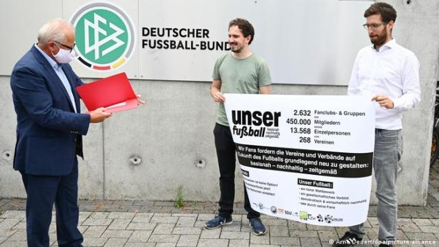 The Unser Fussball (Our Football) petition is presented to the DFB's Fritz Keller