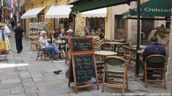 Frankreich Gastronomie in der Provinz (Helmut Corneli/imageBROKER/picture-alliance)