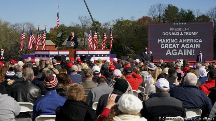 Trump addresses a campaign rally in Newtown, Michigan (Chris Szagola/dpa/picture alliance)