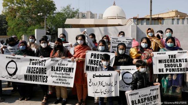 পাকিস্তান করাতসচি | প্রতিবাদ জেনার্স্টেরুং ভন হিন্দু টেম্পেল