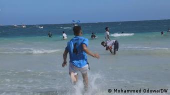 Videoscreenshot   Somalia - Strand in Mogadishu