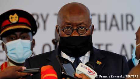 Primera vacuna COVAX es para presidente de Ghana
