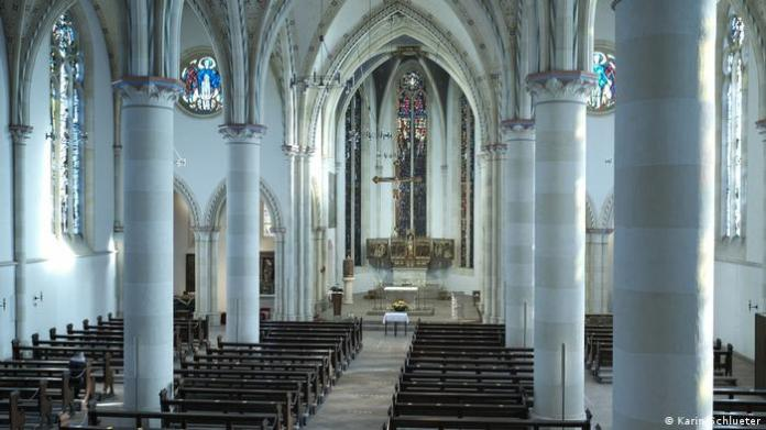 Should it look like this in the Sankt-Nicolai-Kirche in Lippstadt at Easter in all German churches?