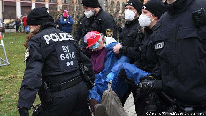 Deutschland |Proteste gegen die Corona-Einschränkungen in München