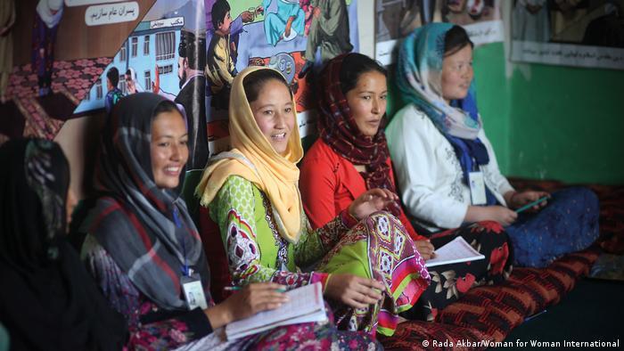 अफगानिस्तान: तालिबान के लौटने के खौफ से सहमी लड़कियां   दुनिया   DW    30.04.2021