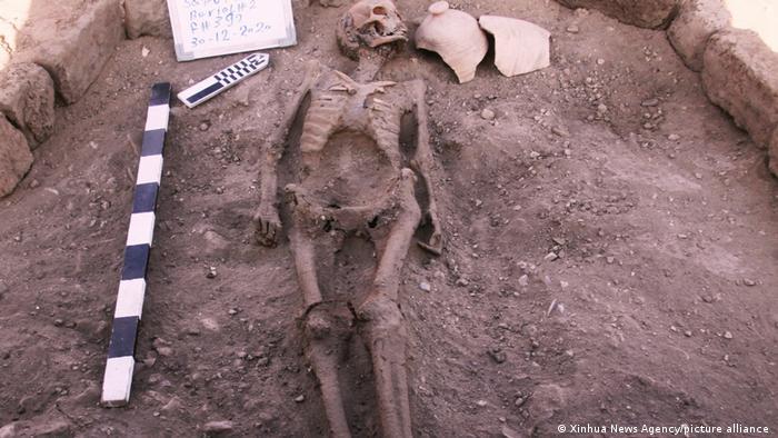 Esqueleto humano encontrado en las ruinas de la ciudad