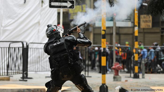 Segundo día de protestas en Colombia deriva en saqueos y violencia | América Latina | DW | 30.04.2021