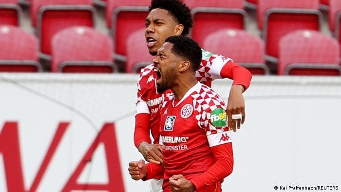 Mainz celebrate scoring against Hertha