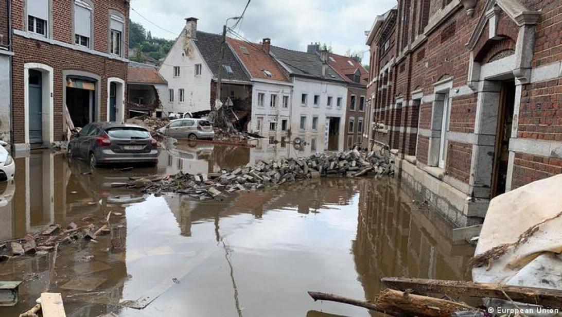 Belgien  Unwetterkatastrophe  Premierminsiter Alexander De Croo und Urslula von der Leyen