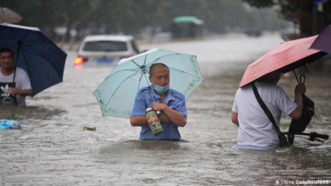 Zhengzhou kentinde en az 12 kişi hayatını kaybetti