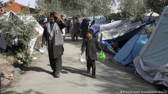 Binlerce Afgan senelerdir kendi topraklarında derme çatma çadırlarda sığınmacı gibi yaşıyor