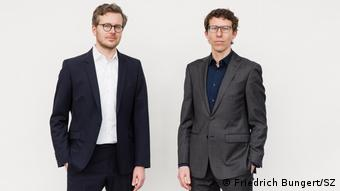 Бастиан Обермайер и Фредерик Обермайер са разследващи журналисти в Зюддойче Цайтунг.