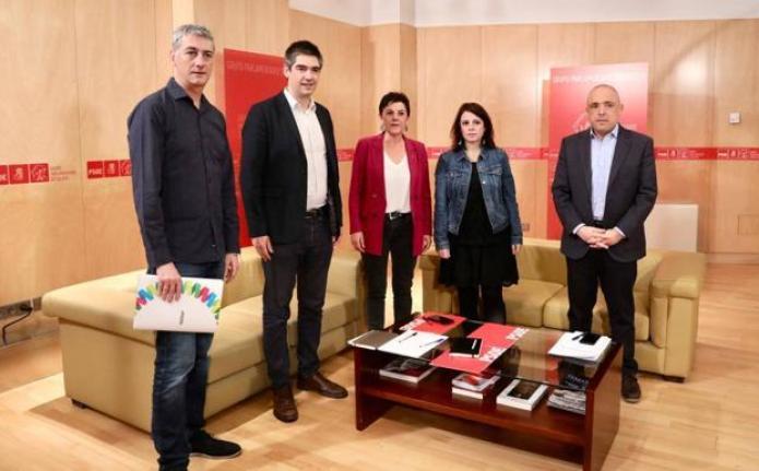 El PSOE oficializa su relación con Bildu con una foto inédita en Madrid |  El Correo