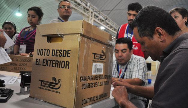 Salvadoreños en el exterior deberán mostrar arraigo para poder votar