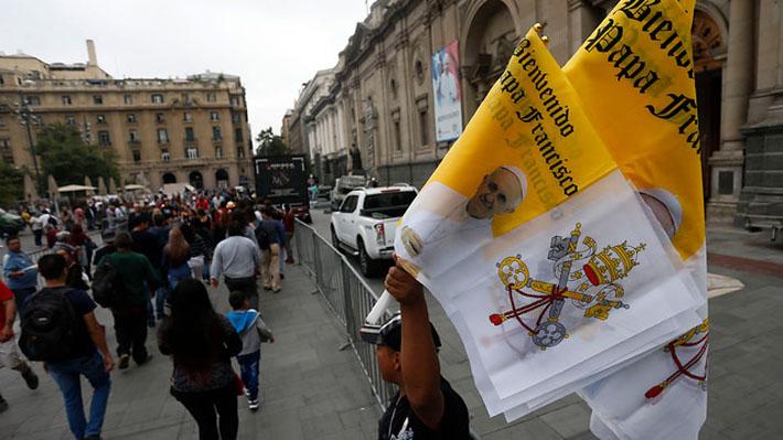 La Moneda descarta que Francisco vaya a reunirse con Piñera